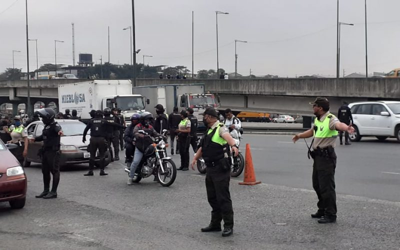 Policía realiza diferentes operativos en sectores críticos en seguridad.