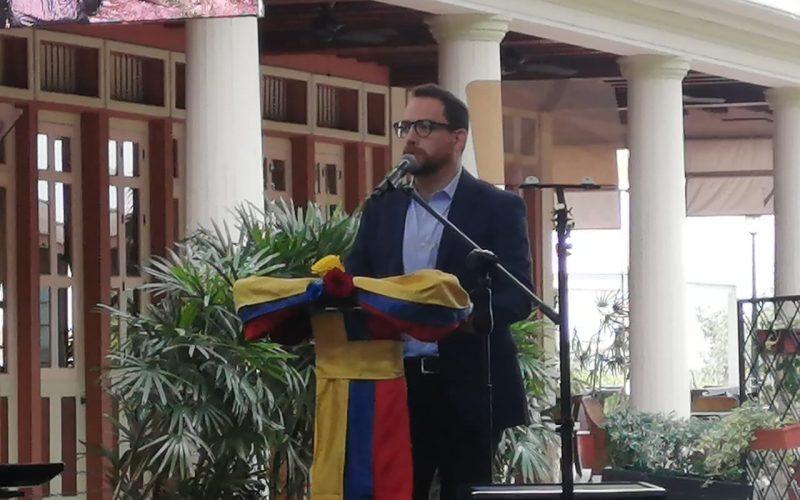 Juan Fernando Velasco renunció al Ministerio de Cultura, presentó candidatura a la presidencia del Ecuador