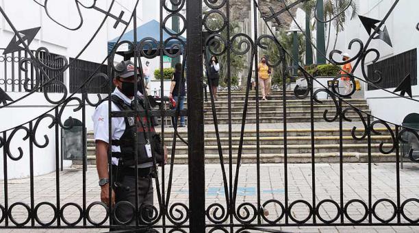 Restricciones en algunas ciudades del Ecuador por el cierre de Cementerios