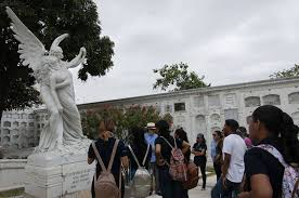 El COE Nacional exhortó mantener cerrados los cementerios en todo el feriado del próximo mes de noviembre