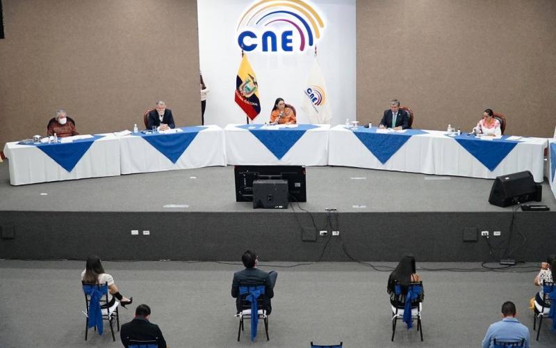 El Consejo Nacional Electoral, cierra con 17 binomios presidenciales