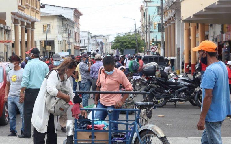 Pese a ser obligatoria el uso de Mascarilla para frenar el covid-19, en Guayaquil no respetan las normas en sitios concurridos