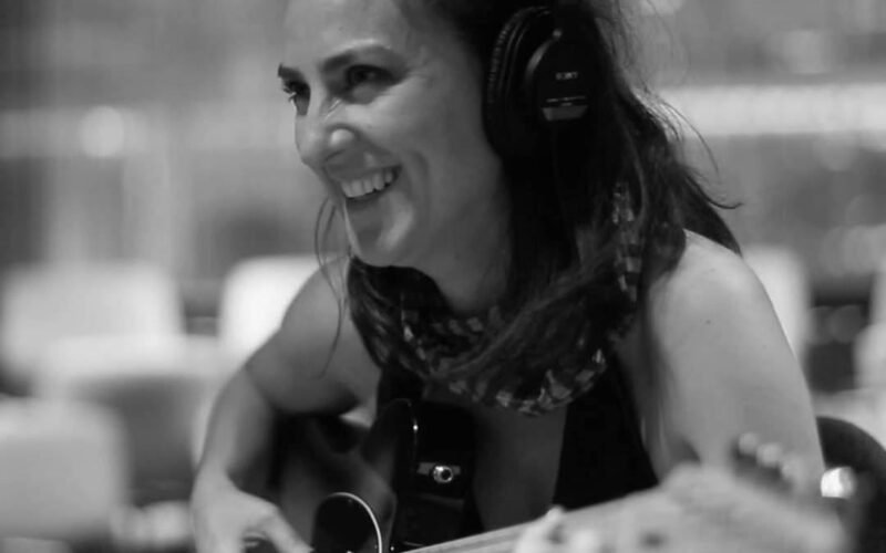 Crítica de música: Joanne Vance nos lleva 'Al agua' con su nuevo sencillo