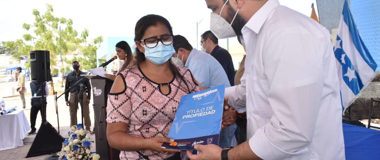 Más de mil familias recibieron sus títulos de propiedad en Monte Sinaí