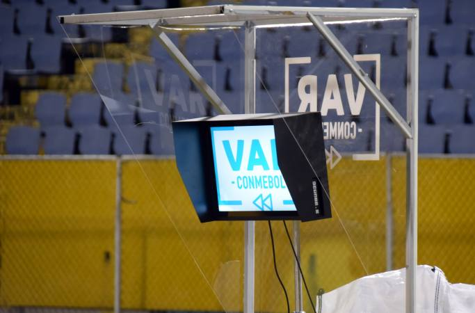 Clásico del Astillero en el Capwell tendrá VAR, aprobado por la IFAB, según fuente de Emelec.