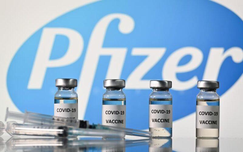 Reino Unido se convierte en el primer país del mundo en aprobar la vacuna de Pfizer/BioNTech, contra el covid-19.