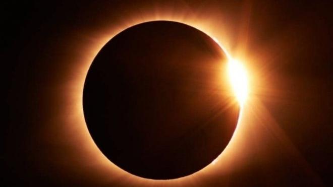 El paso del último eclipse solar del año 2020 será parcial en Ecuador.