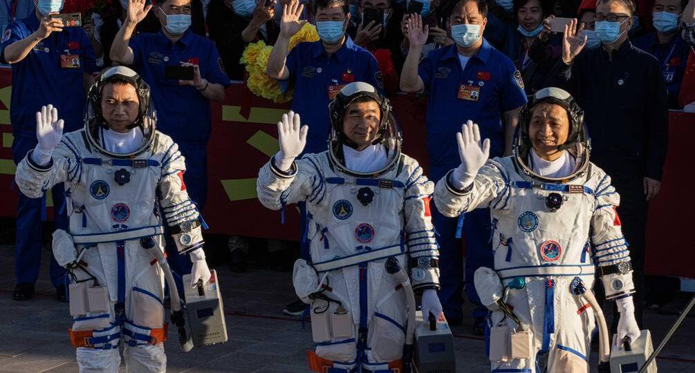ASTRONAUTAS CHINOS REGRESARON A LA TIERRA TRAS UNA MISIÓN ESPACIAL DE 90 DÍAS