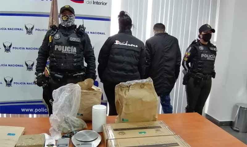 POLICÍA NACIONAL DETUVO A UNA PAREJA QUE COMERCIALIZABA ESTUPEFACIENTES EN EL CENTRO DE AMBATO