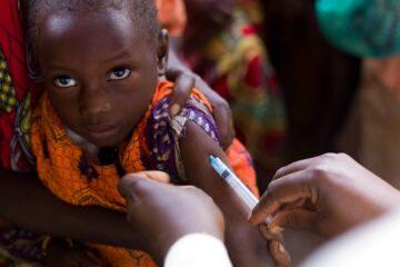 OMS APROBÓ VACUNA CONTRA LA MALARIA
